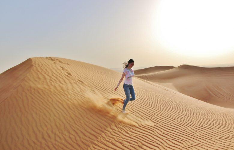 fille-dans-le-desert
